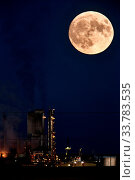 Купить «Refinery and super moon in Saskatchewan night», фото № 33783535, снято 1 июня 2020 г. (c) age Fotostock / Фотобанк Лори