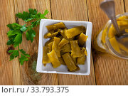 Green beans pickles on white plate. Стоковое фото, фотограф Яков Филимонов / Фотобанк Лори
