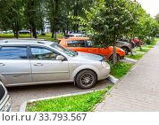 Купить «Cars parked on the city street in summer day», фото № 33793567, снято 23 августа 2019 г. (c) FotograFF / Фотобанк Лори