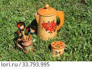 Купить «Русские традиционные сувениры: изделия из бересты и расписные ложки», фото № 33793995, снято 4 июня 2019 г. (c) Елена Орлова / Фотобанк Лори