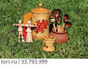 Купить «Русские традиционные сувениры. Куклы из соломы, посуда из бересты и деревянные расписные ложки», фото № 33793999, снято 4 июня 2019 г. (c) Елена Орлова / Фотобанк Лори