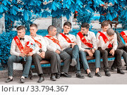 Russia, Samara, May 2018: School graduates on the last bell on the Volga Embankment. Редакционное фото, фотограф Акиньшин Владимир / Фотобанк Лори