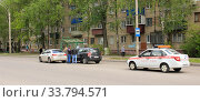 Купить «Разбор ДТП  аварийным комиссаром на месте происшествия. Липецк.», эксклюзивное фото № 33794571, снято 19 мая 2020 г. (c) Евгений Будюкин / Фотобанк Лори