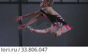 Teenage female gymnast performing at sports hall. Стоковое видео, агентство Wavebreak Media / Фотобанк Лори