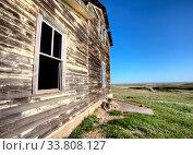 Купить «Exterior Abandoned House Prairie Saskatchewan Canada», фото № 33808127, снято 1 июня 2020 г. (c) age Fotostock / Фотобанк Лори