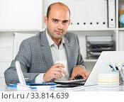 Portrait of cheerful man in the office. Стоковое фото, фотограф Яков Филимонов / Фотобанк Лори