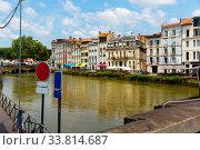 Купить «Quay of Nive river in Bayonne», фото № 33814687, снято 17 июля 2019 г. (c) Яков Филимонов / Фотобанк Лори