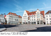 Купить «empty town hall square of Tallinn old city», фото № 33818627, снято 8 апреля 2020 г. (c) Syda Productions / Фотобанк Лори