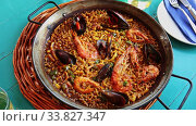 Купить «Spainsh dish seafood paella with rice, shrimps and mussels», видеоролик № 33827347, снято 7 июля 2020 г. (c) Яков Филимонов / Фотобанк Лори