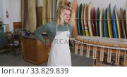 Купить «Caucasian male surfboard maker putting on a protective apron in his studio», видеоролик № 33829839, снято 6 марта 2020 г. (c) Wavebreak Media / Фотобанк Лори