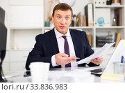 Купить «CEO discussing financial report in office», фото № 33836983, снято 25 мая 2020 г. (c) Яков Филимонов / Фотобанк Лори