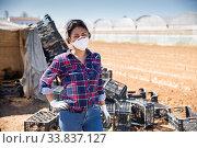 Купить «Portrait of latin american female farmer in protective medical mask», фото № 33837127, снято 9 июля 2020 г. (c) Яков Филимонов / Фотобанк Лори