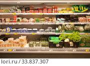 Полки с овощами в магазине. Стоковое фото, фотограф Victoria Demidova / Фотобанк Лори
