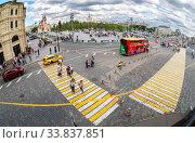 Купить «City Sightseeing bus parked up at the Zaryadye park», фото № 33837851, снято 7 июля 2019 г. (c) FotograFF / Фотобанк Лори
