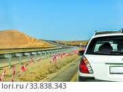 Купить «Длинная автомобильная пробка на скоростном шоссе жарким летним днем», фото № 33838343, снято 25 сентября 2019 г. (c) Евгений Ткачёв / Фотобанк Лори