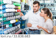 Couple choosing paint spray in shop. Стоковое фото, фотограф Яков Филимонов / Фотобанк Лори