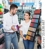 guy and woman select colors of paint. Стоковое фото, фотограф Яков Филимонов / Фотобанк Лори