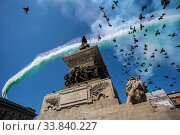 Купить «The 'Giro d'Italia' (Tour of Italy) of the delle Frecce Tricolori (Tricolor arrows) above the Milan Cathedral to remember the victims of the Covid-19 epidemic...», фото № 33840227, снято 23 мая 2020 г. (c) age Fotostock / Фотобанк Лори