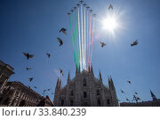 Купить «The 'Giro d'Italia' (Tour of Italy) of the delle Frecce Tricolori (Tricolor arrows) above the Milan Cathedral to remember the victims of the Covid-19 epidemic...», фото № 33840239, снято 23 мая 2020 г. (c) age Fotostock / Фотобанк Лори