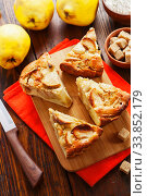 Fruit pie with quince. Стоковое фото, фотограф Надежда Мишкова / Фотобанк Лори