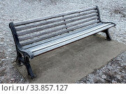 Купить «Frosty empty park bench in a winter day», фото № 33857127, снято 27 мая 2020 г. (c) easy Fotostock / Фотобанк Лори