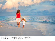 Mother and little daughter walking on the beach on Maldives at summer vacation. Стоковое фото, фотограф Sergey Borisov / Фотобанк Лори