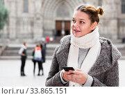 positive girl teenager with phone. Стоковое фото, фотограф Яков Филимонов / Фотобанк Лори