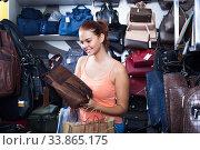 teenage girl picking handbag. Стоковое фото, фотограф Яков Филимонов / Фотобанк Лори