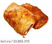 Купить «Neapolitan stuffed with ham and cheese closeup. Delicious breakfast concept», фото № 33865315, снято 3 июня 2020 г. (c) Яков Филимонов / Фотобанк Лори