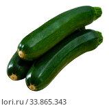Купить «Closeup of fresh zucchini with chopped slices», фото № 33865343, снято 5 августа 2020 г. (c) Яков Филимонов / Фотобанк Лори