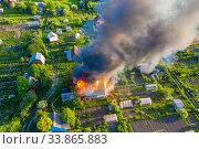 Пожар в дачных строениях. Вид с воздуха. Стоковое фото, фотограф Beerkoff / Фотобанк Лори