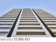 Facade of a modern building, looking up in perspective. Стоковое фото, фотограф Евгений Харитонов / Фотобанк Лори