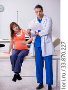 Купить «Pregnant woman visiting male doctor gynecologist», фото № 33870227, снято 6 ноября 2019 г. (c) Elnur / Фотобанк Лори