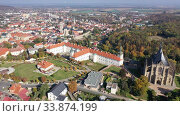 Купить «Aerial view of historical centre of small Czech town of Kutna Hora in autumn day overlooking St. Barbara Church and Jesuit College», видеоролик № 33874199, снято 14 октября 2019 г. (c) Яков Филимонов / Фотобанк Лори