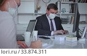 Director gives instructions to secretary in office. Стоковое видео, видеограф Яков Филимонов / Фотобанк Лори