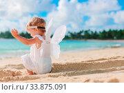Купить «Beautiful young girl wearing angel wings on the beach», фото № 33875091, снято 26 апреля 2012 г. (c) Дмитрий Травников / Фотобанк Лори
