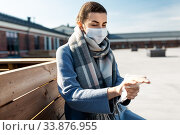 Купить «woman in mask cleaning hands with wet wipe in city», фото № 33876955, снято 8 апреля 2020 г. (c) Syda Productions / Фотобанк Лори