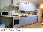 Купить «Outdated kitchen interior with a hundred finishes and a simple kitchen set», фото № 33877719, снято 26 октября 2016 г. (c) Иванов Алексей / Фотобанк Лори