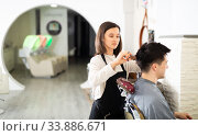 Woman doing haircut for man in salon. Стоковое фото, фотограф Яков Филимонов / Фотобанк Лори
