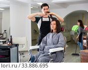 Man doing haircut for woman in salon. Стоковое фото, фотограф Яков Филимонов / Фотобанк Лори