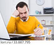 Man facing difficulty. Стоковое фото, фотограф Яков Филимонов / Фотобанк Лори