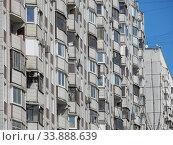 Семнадцатиэтажный десятиподъездный панельный жилой дом серии П-44, построен в 1990 году. Хабаровская улица, 2. Район Гольяново. Город Москва. Стоковое фото, фотограф lana1501 / Фотобанк Лори