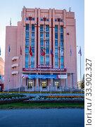 Купить «Barnaul, Russia - September, 22, 2019: Building of Altai State University, Lenin Avenue», фото № 33902327, снято 22 сентября 2019 г. (c) Вадим Орлов / Фотобанк Лори