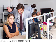 Irritated boss scolding young female subordinate. Стоковое фото, фотограф Яков Филимонов / Фотобанк Лори