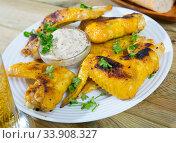 Купить «Crispy roasted chicken wings», фото № 33908327, снято 10 июля 2020 г. (c) Яков Филимонов / Фотобанк Лори