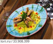 Купить «Tasty fried trout steaks served mashed potatoes, guacamole and greens», фото № 33908399, снято 12 июля 2020 г. (c) Яков Филимонов / Фотобанк Лори