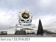 Купить «ASHGABAT, TURKMENISTAN - CIRCA DECEMBER 2014: Christmas fir-tree in front of beautiful palace circa December 2014. Ashgabat is the capital of Turkmenistan.», фото № 33914051, снято 12 июля 2020 г. (c) age Fotostock / Фотобанк Лори