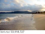 Купить «Surf on Hainan Island», фото № 33918727, снято 7 мая 2011 г. (c) Александр Карпенко / Фотобанк Лори