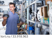 Купить «male is choosing plastic trumpet in the plumbing department in store», фото № 33918963, снято 26 июля 2017 г. (c) Яков Филимонов / Фотобанк Лори