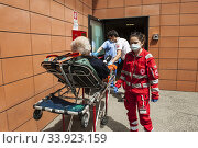Italy, Pavia, San Matteo hospital, first aid covid. Редакционное фото, фотограф Yoko Aziz / age Fotostock / Фотобанк Лори